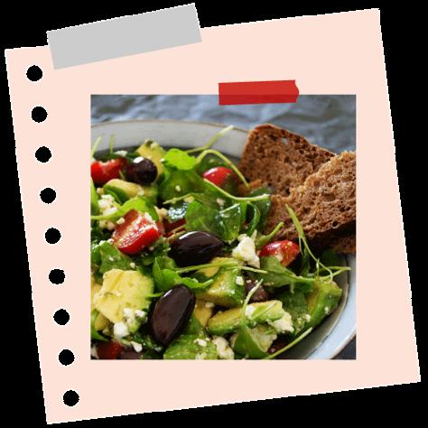 Avokádós, paradicsomos, fetasajtos saláta