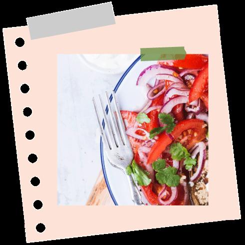 Paradicsomos vöröshagymás saláta